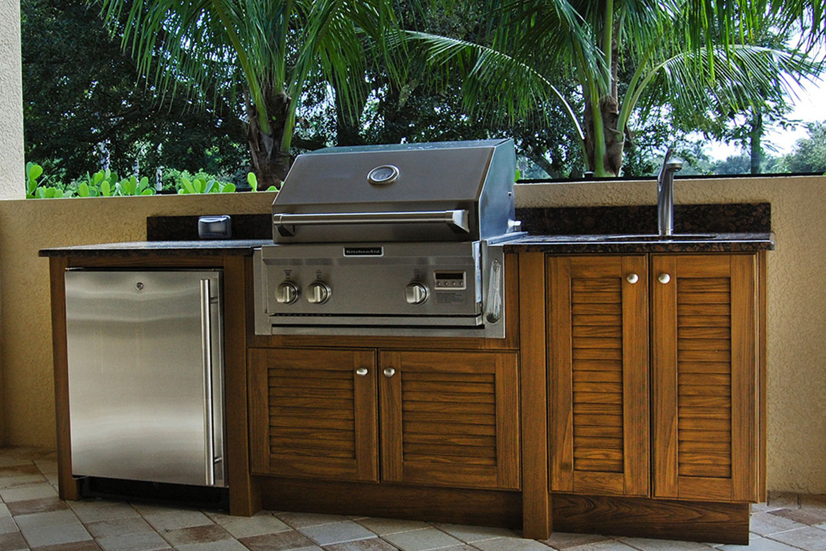 Best weatherproof outdoor summer kitchen cabinets in for Outdoor kitchen cabinets
